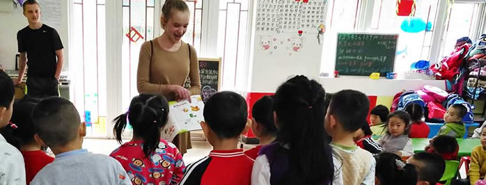CLASSROOM READERS IN AN ESL KIDS CLASSROOM